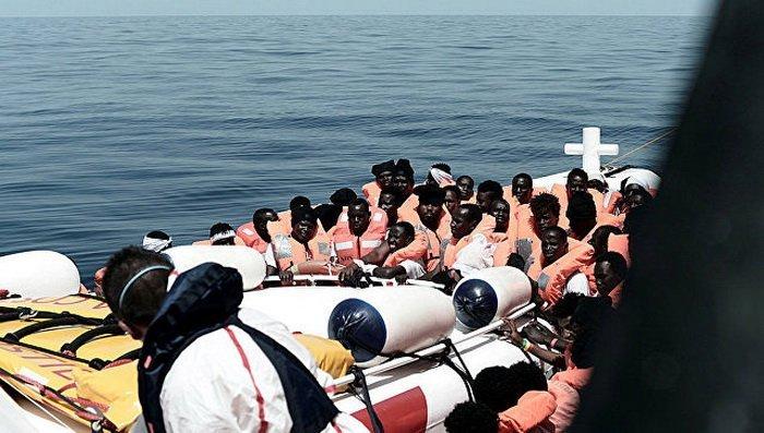 Іспанія та Франція поділили біженців, а Рим закриває порти