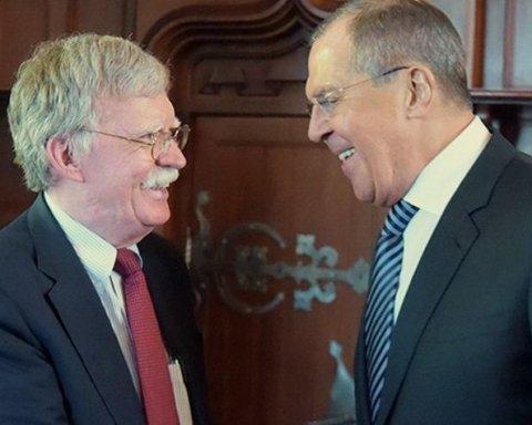 Джон Болтон та Сергій Лавров обговорили Україну на перемовинах