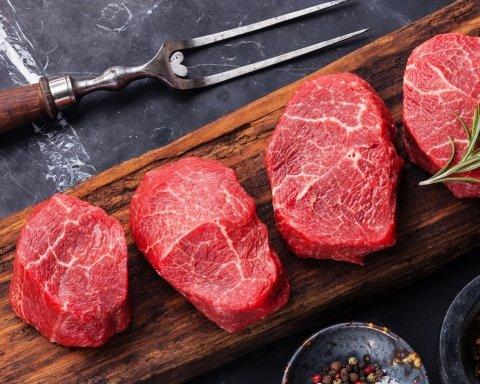 Чому жінкам не можна вживати червоне м'ясо: експерти пояснили