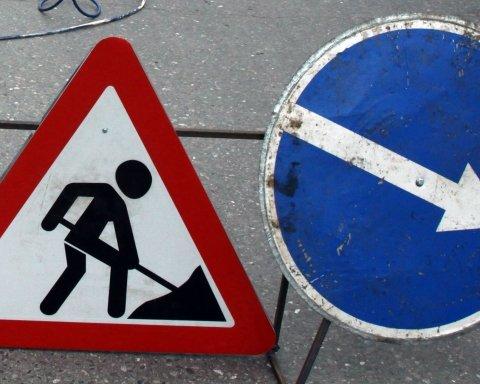 Грузовик провалился под землю в Днепре: подробности жуткого ДТП