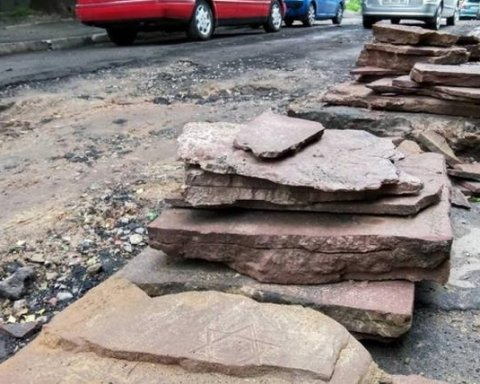 Названо причини виникнення ям на тротуарах Києва