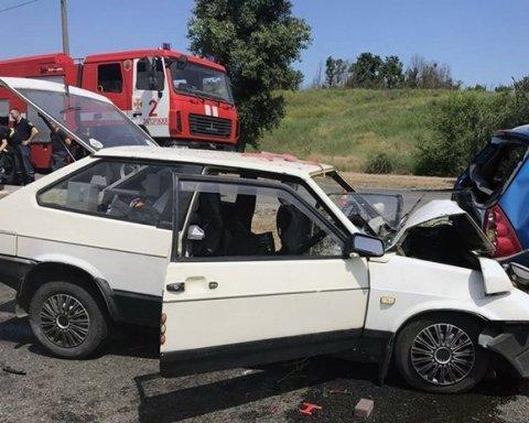 Крупное ДТП в Запорожье: двое погибших, трое детей в больнице