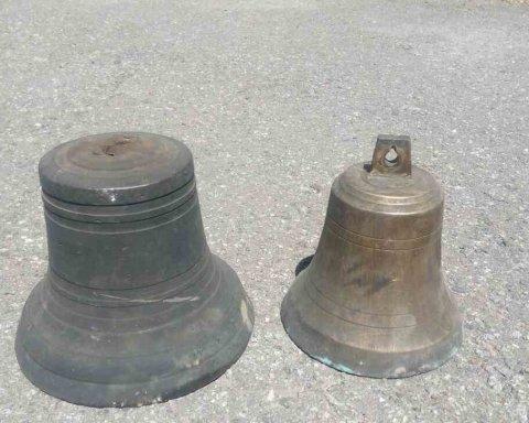 Духовные скрепы за водку: в Киевской области мужчина стащил колокола