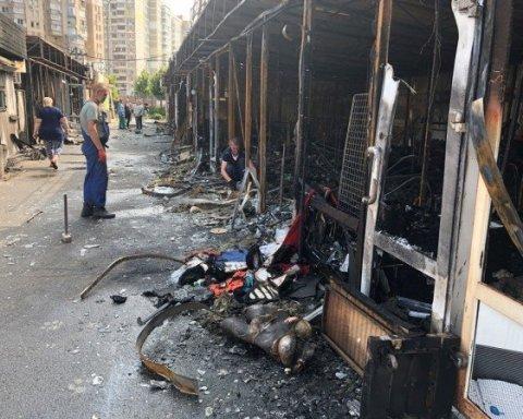 У Києві загорілися МАФи, вогонь знищив кафе та магазини