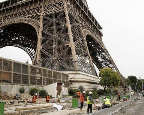 Ейфелеву вежу оточили антитерористичною стіною