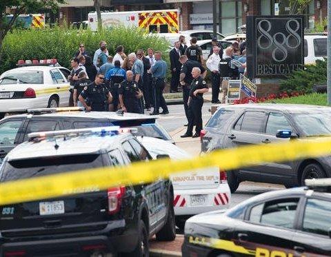 Загинули п'ять осіб: чоловік з дробовиком напав на редакцію