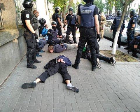 КиевПрайд: националисты подрались с полицией, десятки задержаны