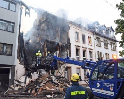 Мощный взрыв разрушил часть дома в Германии: опубликованы кадры с места