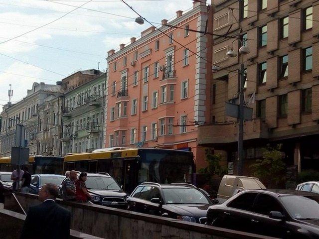 Автівка дипломатів потрапила у ДТП в Києві