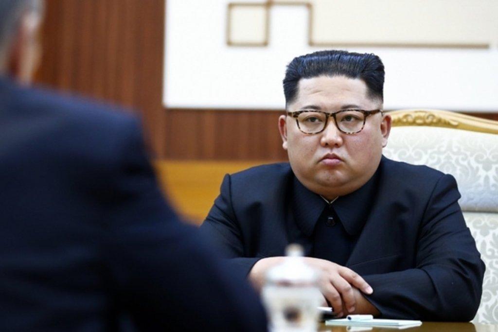 Безумный Ким шестой раз за месяц лично наблюдал за испытанием неизвестных ракет