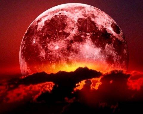 Українці побачать у небі «кривавий» Місяць: названо дату