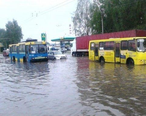 У Луцьку оголошено НС: місто затопило і засипало градом