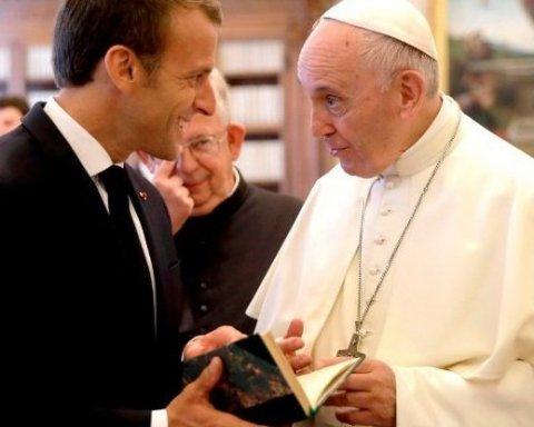 В Ватикане прошла встреча Папы Римского с Макроном