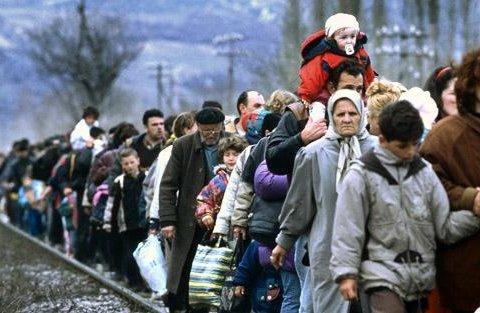 Через Україну прориваються тисячі біженців, ЄС закриває кордони