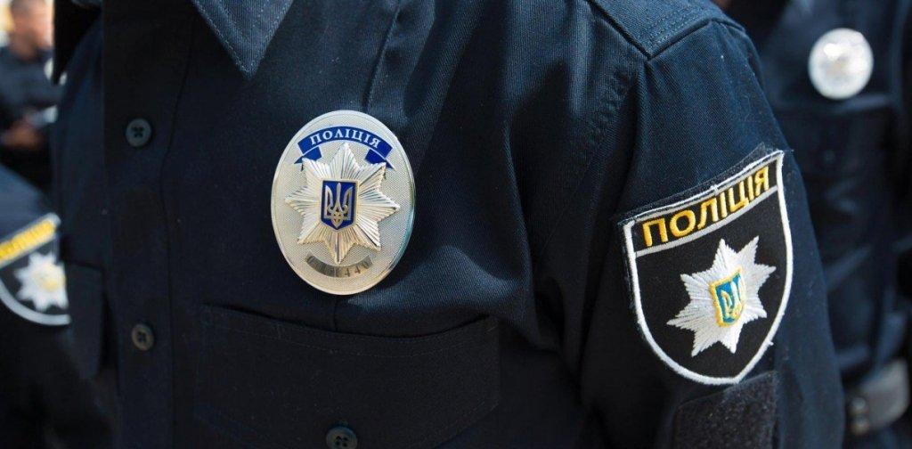 Озброєний чоловік захопив у полон чотирьох дітей у Києві