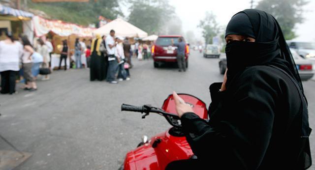 Рівність: жінки Саудівської Аравії вчаться водити мотоцикли (ВІДЕО)