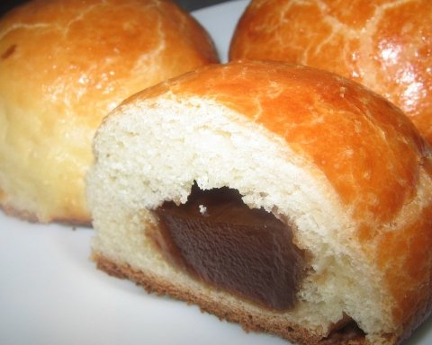 В мережі з'явилося фото неприємної знахідки в українській булочці