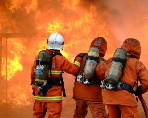 У Києві вночі рятували від вогню лікарню