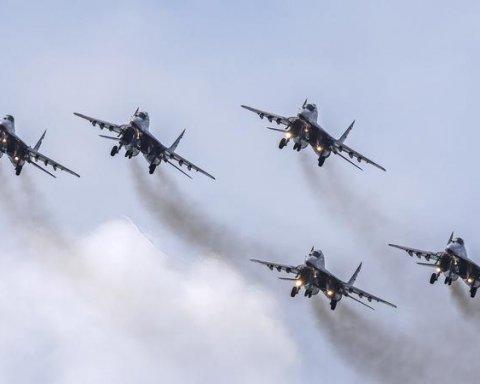 В оккупированный Крым внезапно стянули военные самолеты