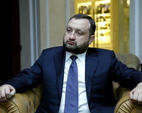 В Евросоюзе сняли санкции с беглого министра Сергея Арбузова