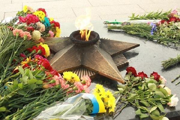 Сьогодні в Україні День скорботи і вшанування пам'яті жертв війни: що треба знати