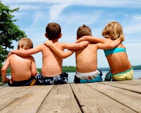 Міжнародний день друзів: ідеї, картинки, віршовані привітання