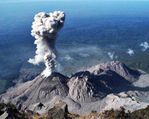 Виверження вулкана в Гватемалі триває: загиблих все більше, сотні зниклих