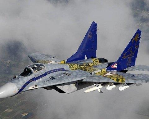 Угорщина підняла винищувачі в повітря через літак з України