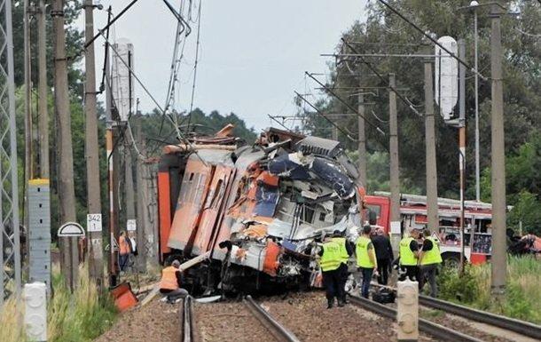 зіткнення поїзда та вантажівки