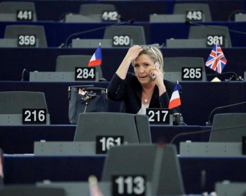 Європарламент припинив годувати французьку подругу Путіна