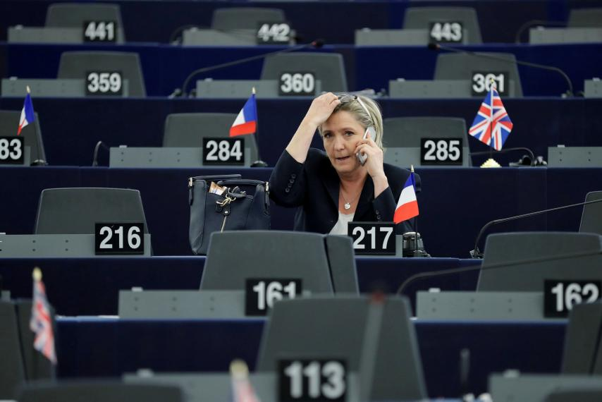 Европарламент прекратил кормить французскую подругу Путина