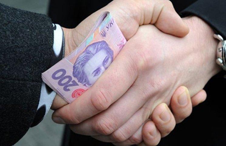 Благодаря взяткам госинспектор таможни получал более 20 тысяч в день