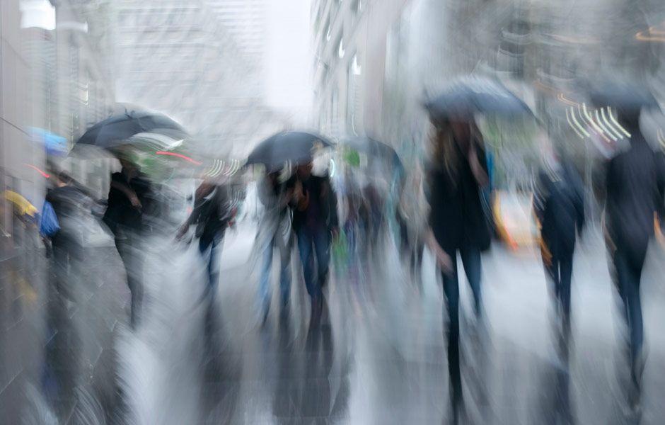 Украинцев предупредили о шквальных ветрах и граде