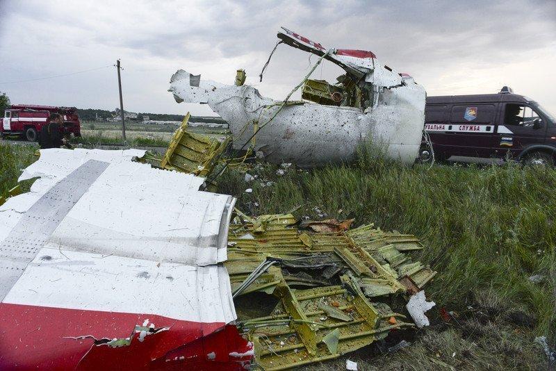 """У тілах екіпажу MH17 знайшли осколки ракети """"Бук"""""""