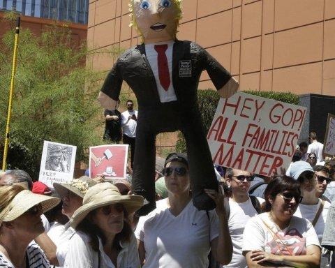 АнтиТрамп: 100 тысяч американцев вышли на улицы против миграционной политики
