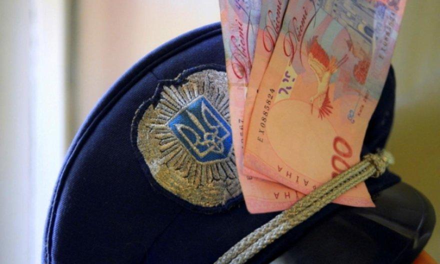 Харьковские полицейские украли у мужчины полмиллиона гривен