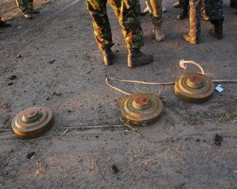 На Донбасі підлітки підірвалися на могилі товариша: є жертви