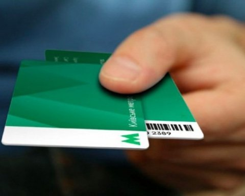 Киевляне за день до подорожания пополнили свои карточки на впечатляющую сумму: названа цифра