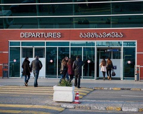 Співробітників аеропорту Тбілісі шпиталізували через росіянина