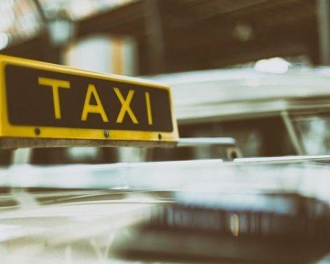 11 таксистів з'їздили на похорон колеги та загинули по дорозі назад