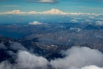 Пассажирский самолет разбился в горах, появились первые подробности