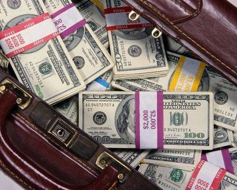 """За рік головний бухгалтер """"Укрспецекспорту"""" назбирала 720 тисяч гривень готівкою"""