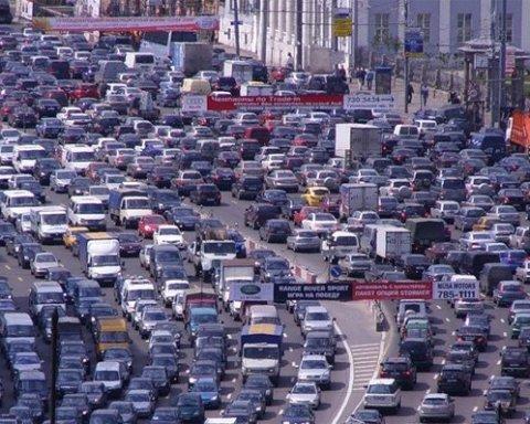 Київ завмер у затяжних заторах через підготовку до хресної ходи