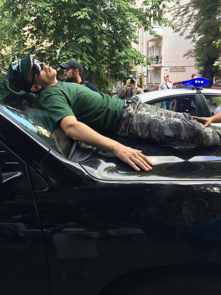 Під Радою авто депутата збило людину, політик знайшов виправдання ДТП