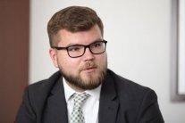 Руководитель «Укрзализныци» попытался уладить скандал с российскими значками
