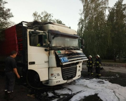 Пьяный водитель на ходу поджег грузовик