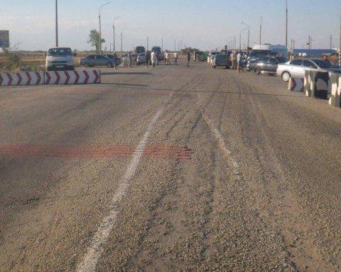 Оккупанты не пускают украинцев в Крым, создавая фейковые очереди на границе