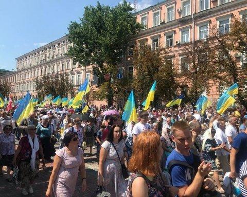 Названо количество участников крестного хода в Киеве