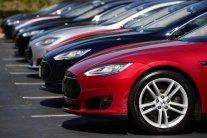 """Українські можновладці скуповують елітні авто за """"копійки"""": з'явилися докази"""