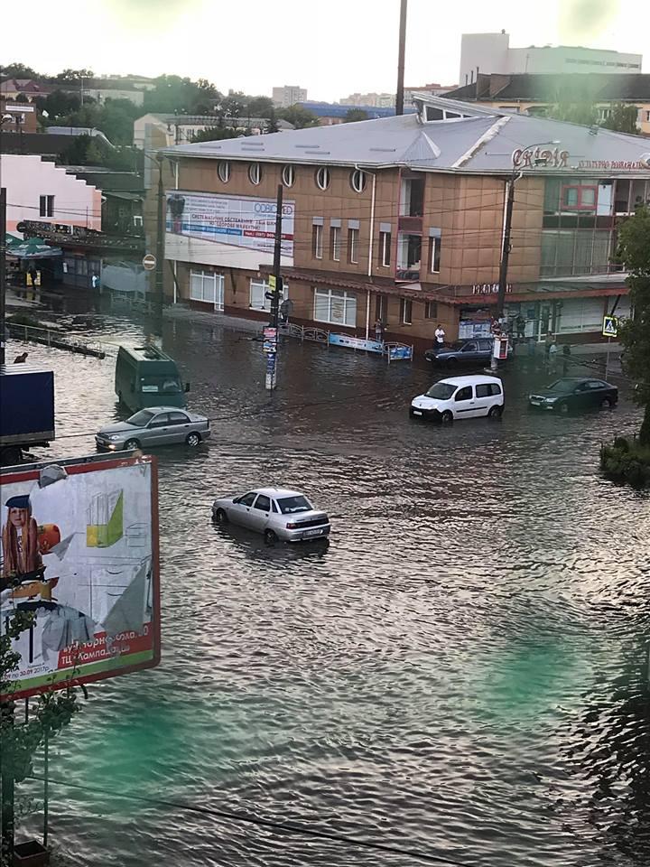 Ливень превратил украинский город в Венецию